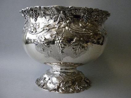 Μια αντίστοιχη κατασκευή (Sterling Punch Bowl) από την Reed & Barton , Circa 1900